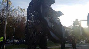 Τοποθετείται η αρκούδα «κοντράλτο» στην είσοδο της πόλης μας